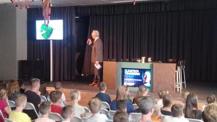 Burgemeester deelt lintjes uit aan leerlingen bij Cleantech Tomorrow
